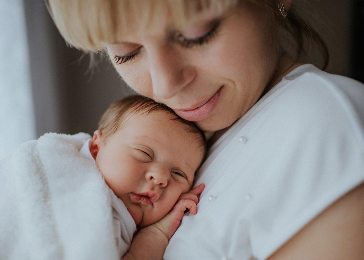 Łucja - kadry noworodkowe w domu u maluszka