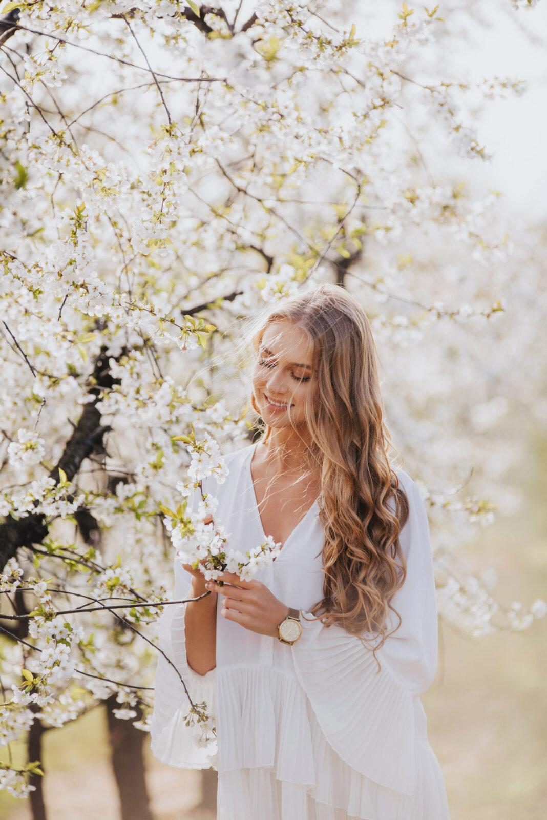 Kornelia - sesja wkwiecistym sadzie wiśniowym